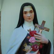 Close up of the statue of St. Therese of the Child Jesus